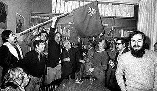Imagen de los comunistas celebrando su legalización. Fue un gran d�a