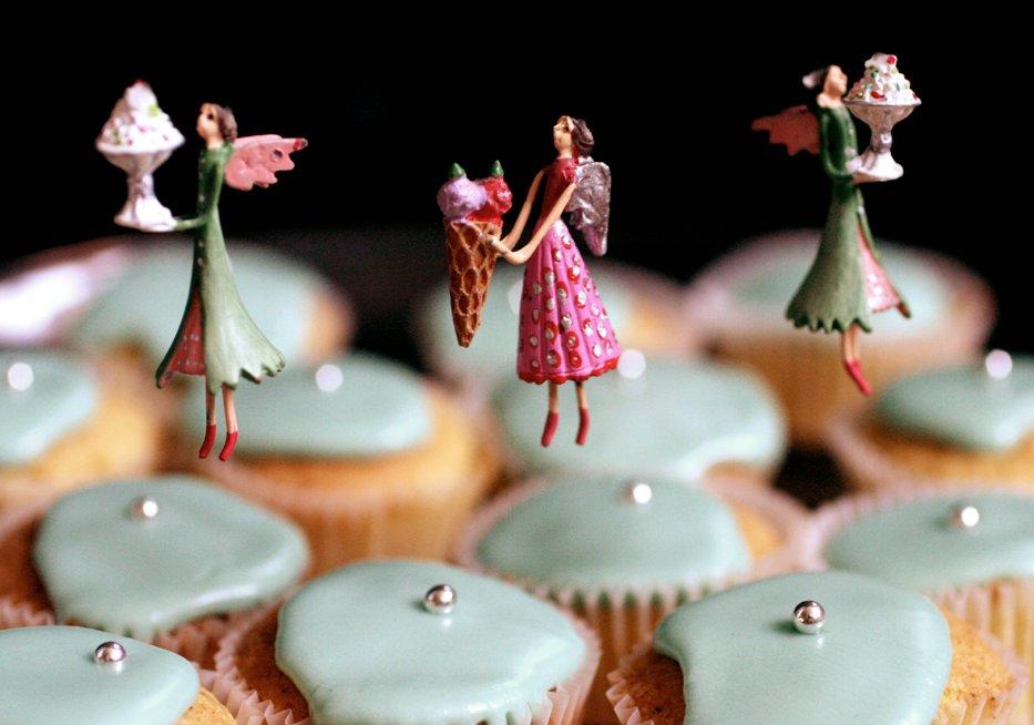 Becks & Posh: A 'Fairy' Easy Fairy Cake Recipe