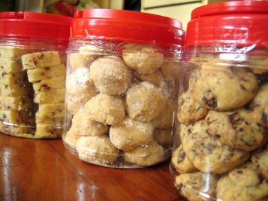 cookies jars all in a row