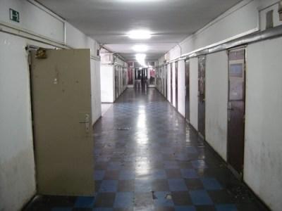 Pasillo del Karman Dormitory