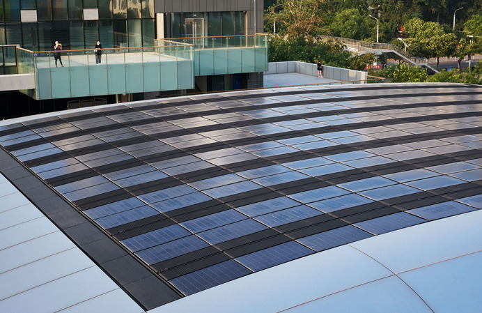 Apple Sanlitun features Apple's first integrated solar array in a retail store in China.