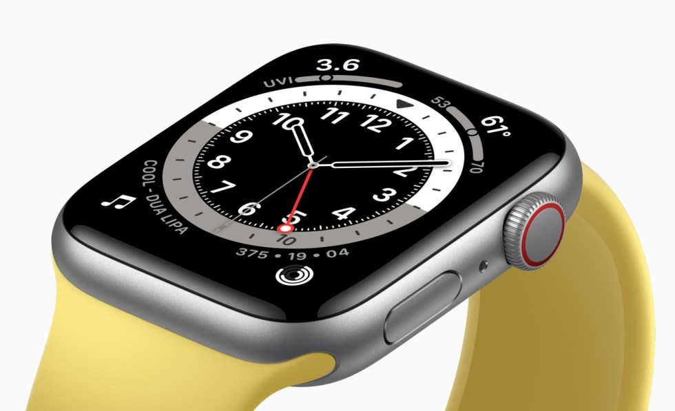 The Apple Watch SE uses the S5 chip, while the Series 6 uses the 20% faster S6.