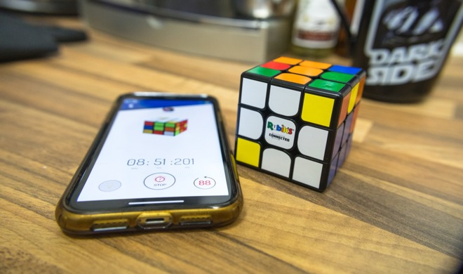 Rubik's Connected can connect to an iPhone.