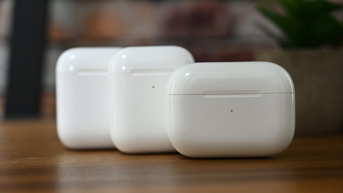 The flipping lid of the AirPods charging case is kinda entertaining.