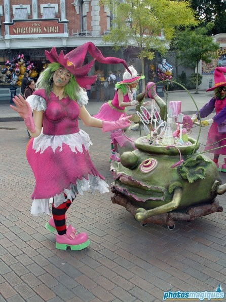 Pink Witches streetmosphere on Town Square