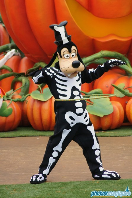 2011: Goofy (Mickey's Halloween Treat in the Street)