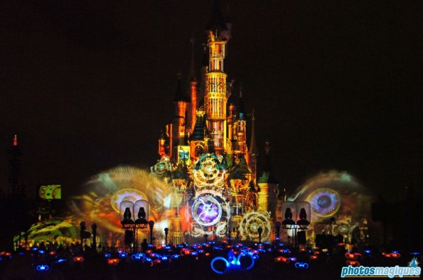 Disney Dreams watched by press with glow-up Mickey ears