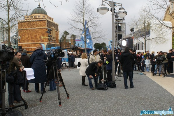 Press waiting for the Stitch Live inauguration