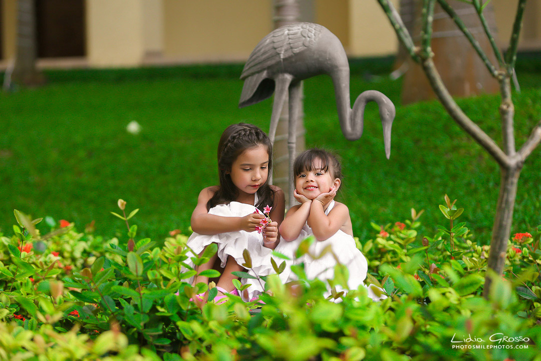 Lidia Grosso photography, Family portraits Cancun, Royal Sands Cancun Photographer, Vacation family photos, beach portraits Cancun