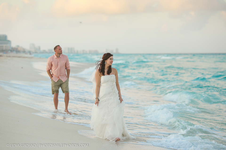 honeymoon wedding dress photos cancun, cancun photographer, cancun wedding photography, trash the dress cancun beach, cancun beach photos, couples portraits cancun, cancun destination weddings, lidia grosso photography,