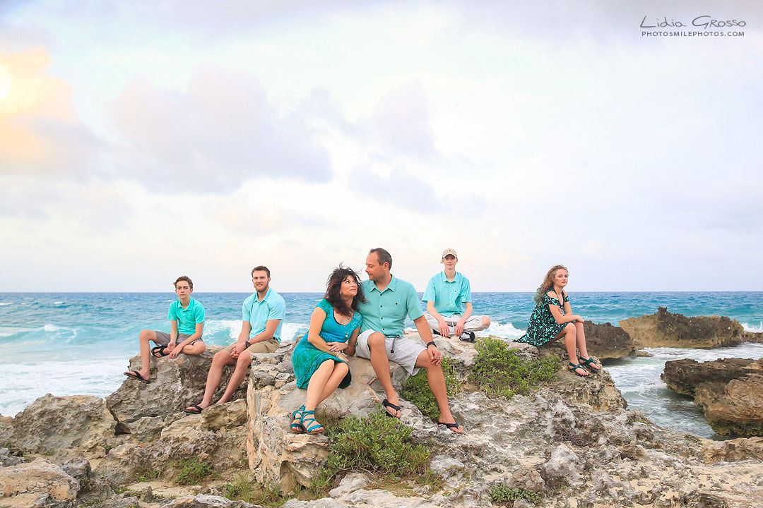 Cancun photographer;,Isla Mujeres family beach photos; Isla Mujeres photographer; Lidia Grosso Photography Cancun,, beach family portraits cancun, family portraits cancun, independent photographer cancun, professional photographer cancun, retratos de familias cancun, riviera maya photographer