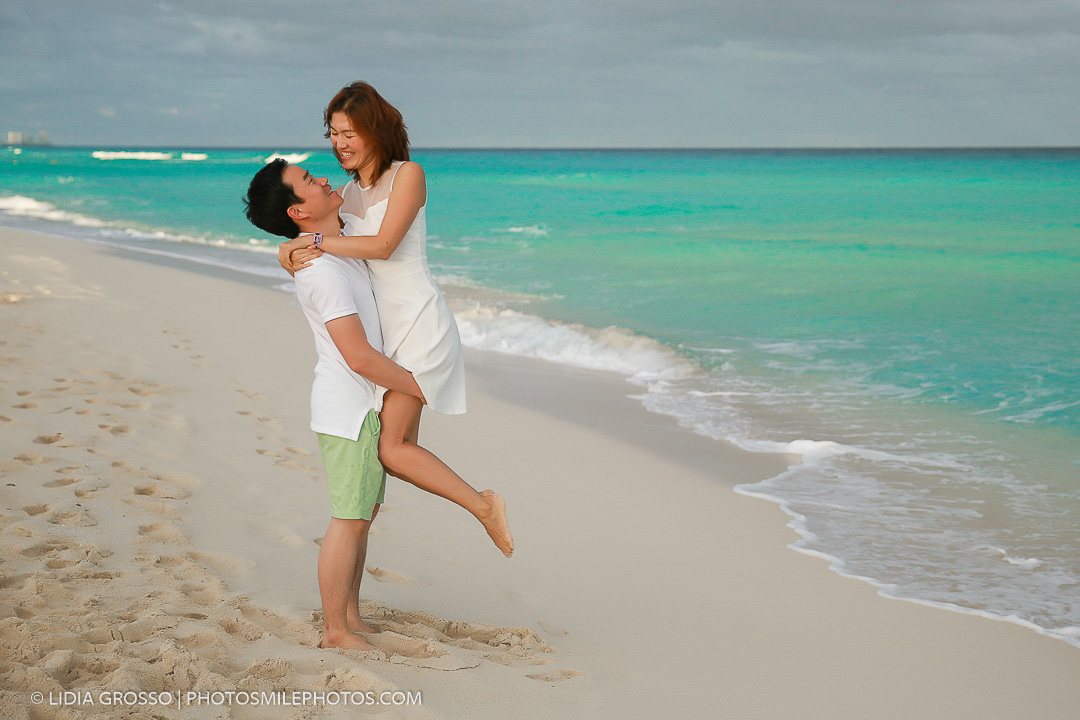 Korean family portrait reunion Cancun, beach portraits Cancun, cancun photographer, cancun destination wedding photographer, Lidia Gros
