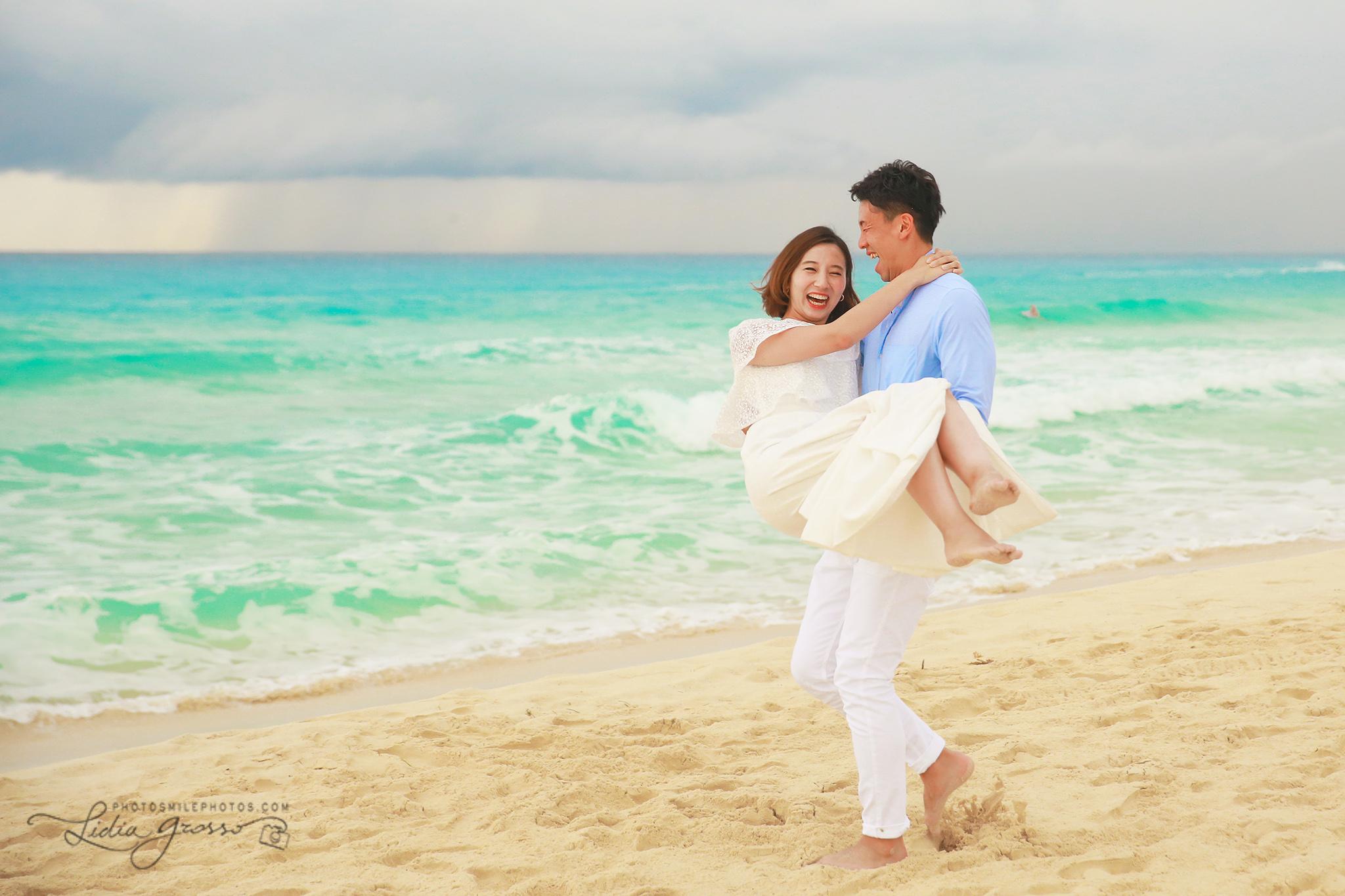 Playa Delfines Cancun couples portraits, Beach photography Cancun, Japanese couples Potraits Cancun, honeymoon photos Cancun, Cancun Photographer, His agencia de viajes cancun photographer
