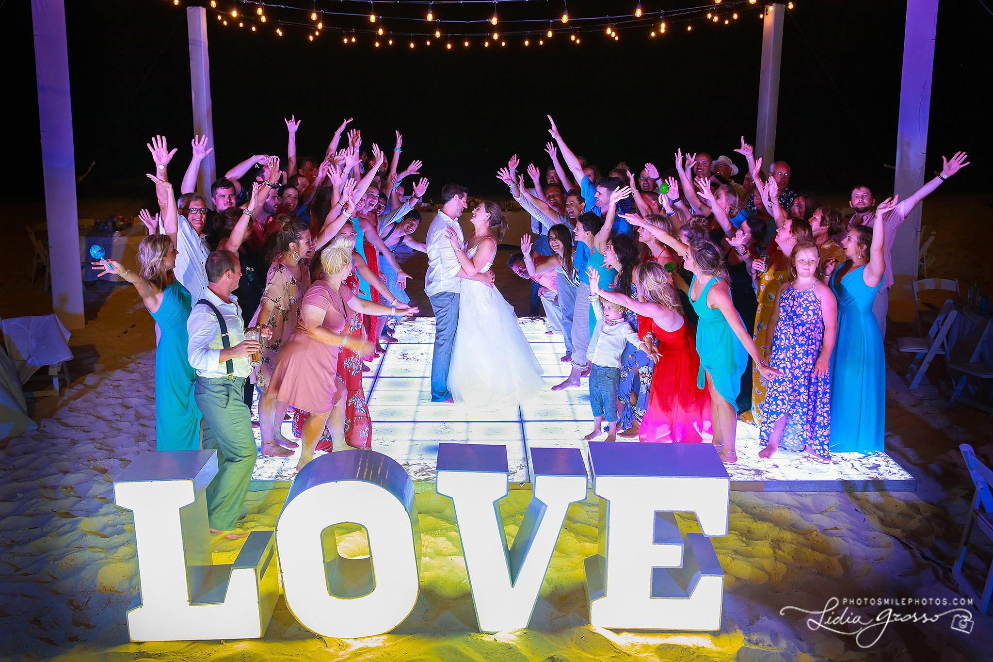 Erin-Chase-wedding-Royalton-Cancun-s.jpg