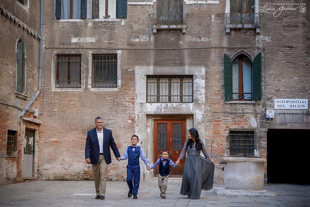 farida-family-Venice-s.jpg