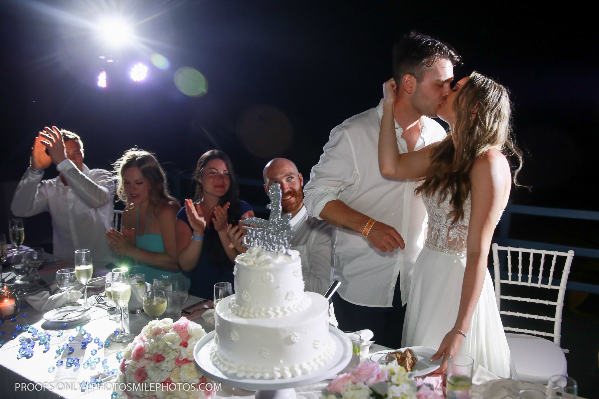 Grand Oasis Cancun Weddings, Cancun photographer, destination weddings Cancun, beach weddings Mexico, Lidia Grosso photography, cake cutting photos