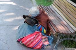 Mendiante dans un parc - Sucre - Bolivie