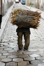 Vieillard portant du bois - Potosi - Bolivie