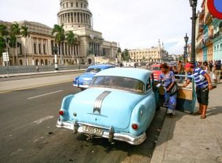 Alte oldtimer Fahrzeuge in den Straßen von Kuba, Havanna. November 2015 // Old calssic car in the streets of Havanna, Cuba. November 2015