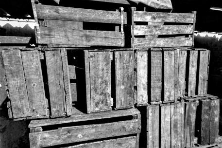 Stapel mit Holzkisten in Havanna, Kuba. November 2015 // Wooden boxes in Havanna, Cuba. November 2015