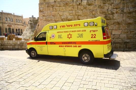 Chevrolet Einsatzfahrzeug der Rettung von Jerusalem, Israel. Juli 2017 // Chevrolet rescue vehicle of the ambulance in Jerusalem, Israel. July 2017.