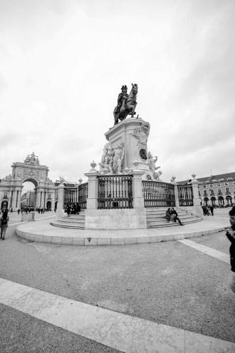 Die Reiterstatue von José I., entworfen von Joaquim Machado de Castro am Praça do Comércio in Lissabon, Portugal. Februar 2017 // Horse rider statue on the Praça do Comércio in Lissabon, Portugal. February 2017