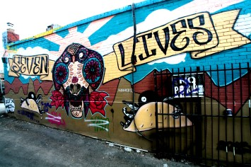 Mit einem Graffiti besprühte Mauer in Toronto, Kanada. Mai 2015 // Graffiti paintings and Tags on a wall in Toronto, Canada. Mai 2015