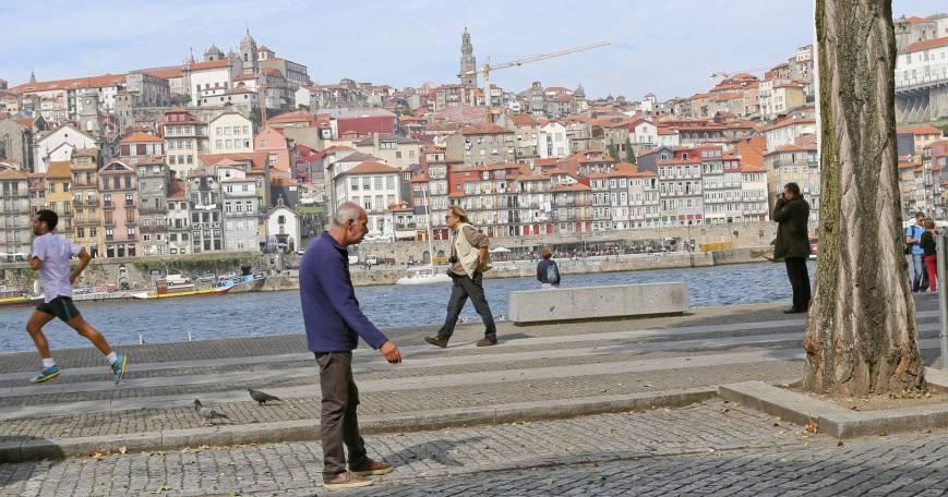 Street scene: Parking peddler in Porto, Portugal