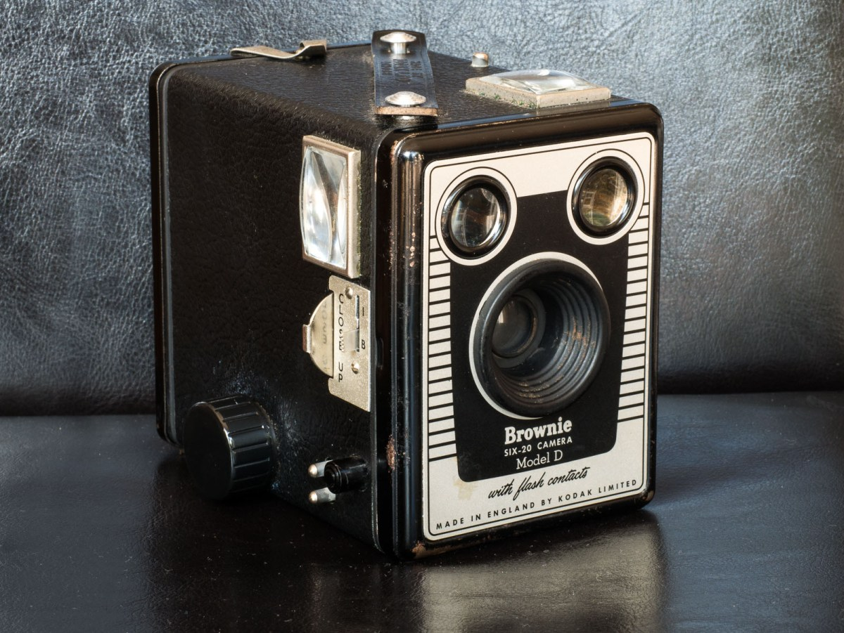 Kodak Brownie Six-20 Model D – Beauty is box