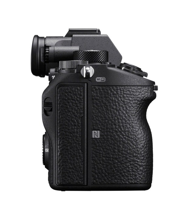Sony A7RM3 Leftside