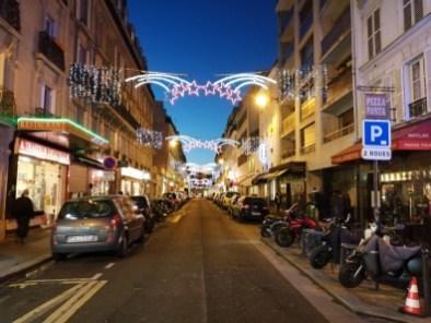 Une petite rue du 14e arrondissement à l'heure bleue - Mode auto, IA désactivée - 26 mm - 640 ISO - 1/20 - f/1,8