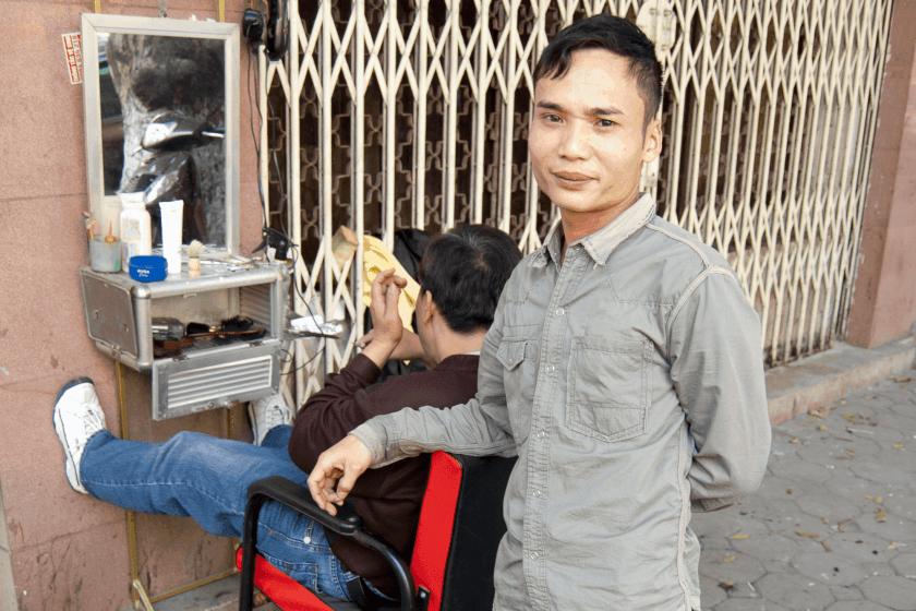 Frisör auf der Quan Su - Street, Hanoi. Bild:phs