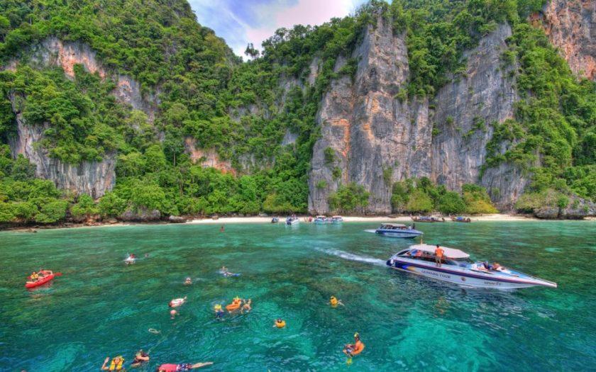 swimming Koh Phi Phi