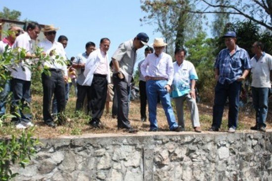 Phuket Governor leads inspection of Phuket canal