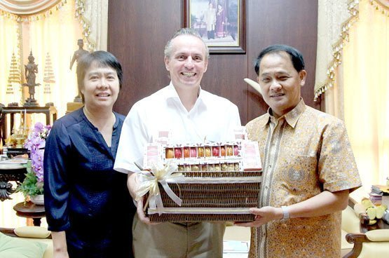 Amari Phuket personnel visit the Phuket Governor