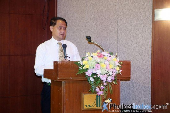 02Government-officially-welcomes-GrabTaxi-into-Phuket