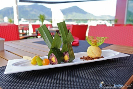 Dessert - Bleak sticky rice & mango with vanilla ice cream