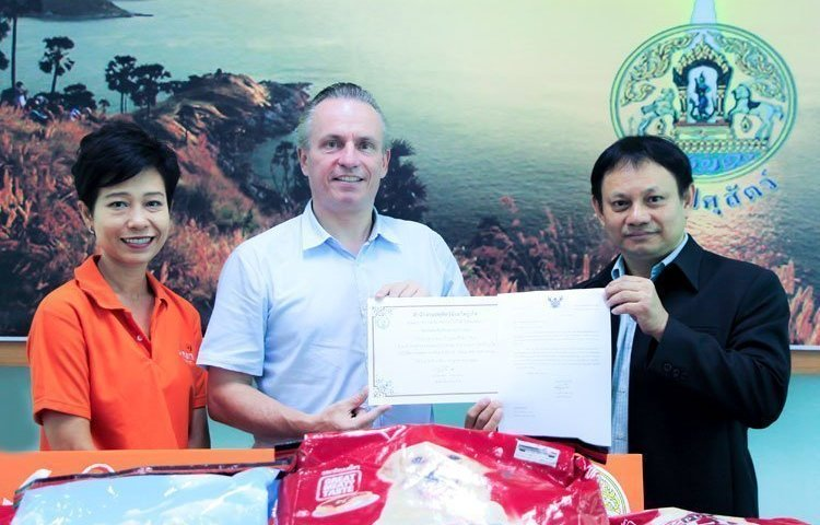 Amari Phuket meets the head of Phuket livestock as part of its CSR project