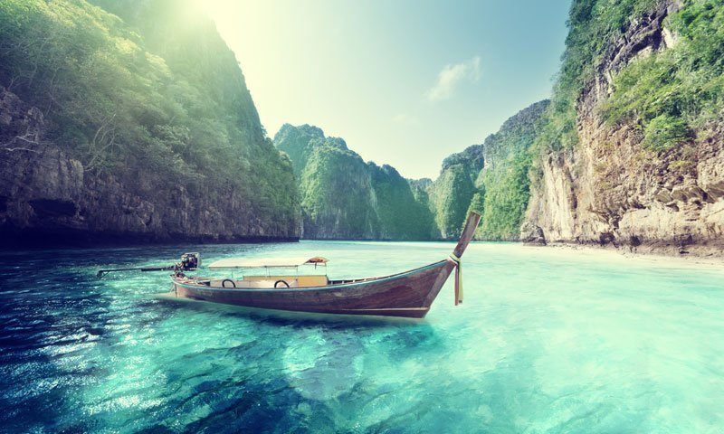 Discover the island paradise of Phi Phi by luxury speedboat