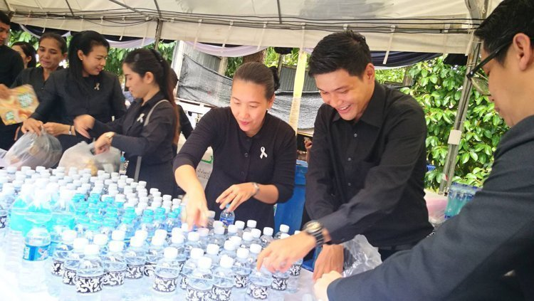 Angsana Laguna Phuket associates joined in BAKING – PACKING and SERVING the 1,000 sets of biscuits for distribution on Royal Cremation of late King Rama 9