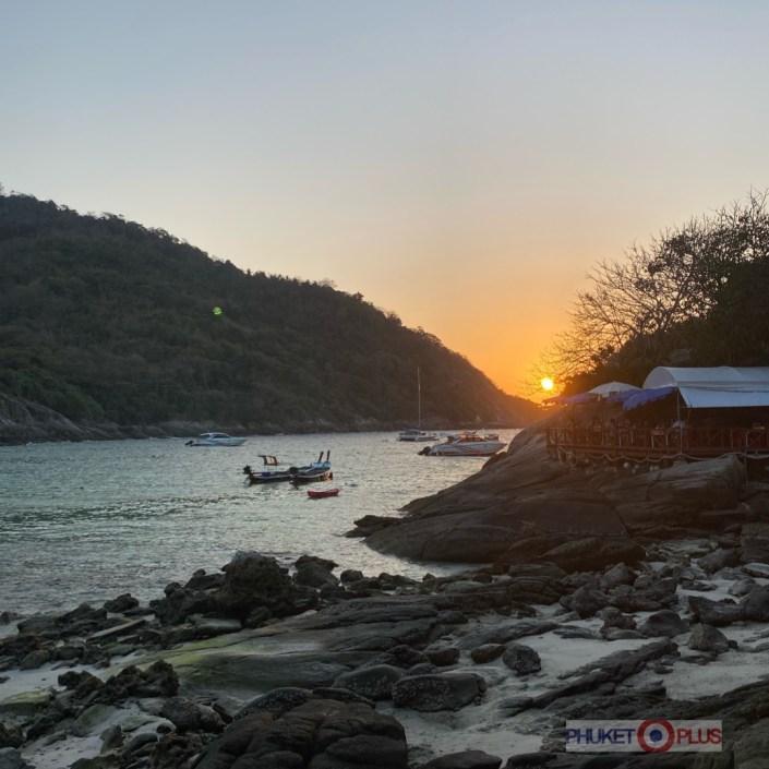 красивый закат на райском острове в Таиланде