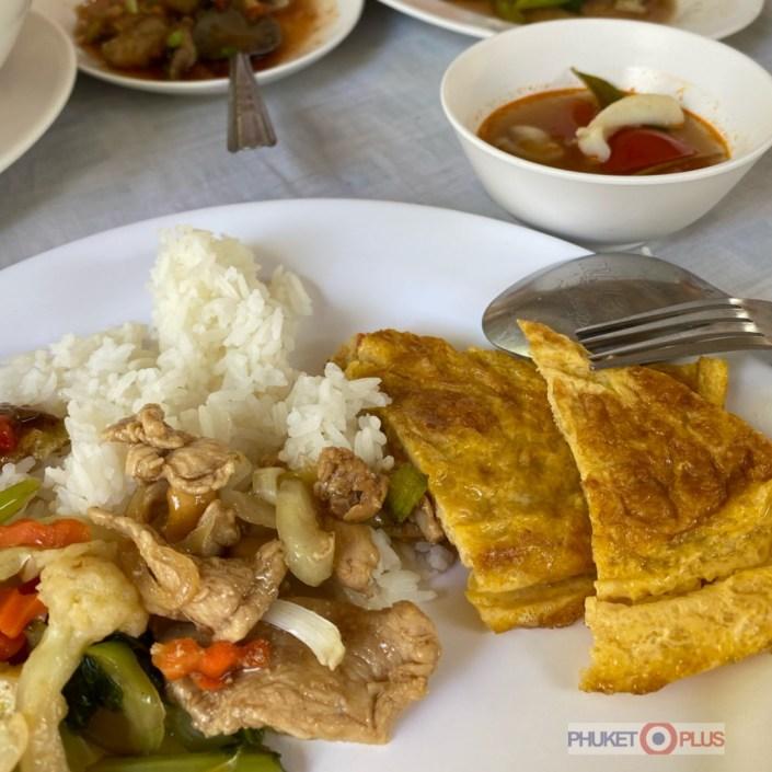 обед на острове Рача Яй