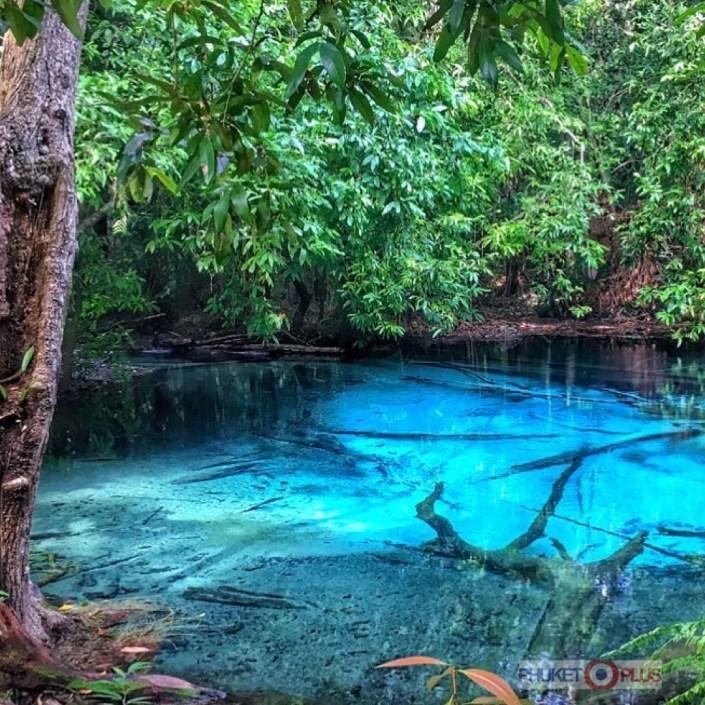 красивое голубое озеро в краби