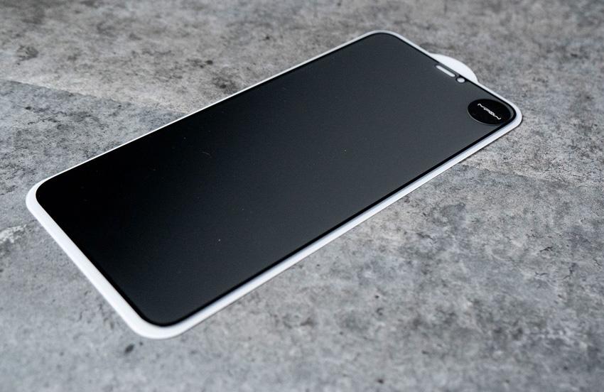 Trên tay dán cường lực chống nhìn trộm Mipow King Bull Anti Spy cho iPhone Xs Max