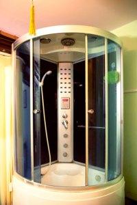 Buồng tắm đứng Phòng Massage VIP phong cách Trung Quốc khách sạn Phú Thọ quận 11