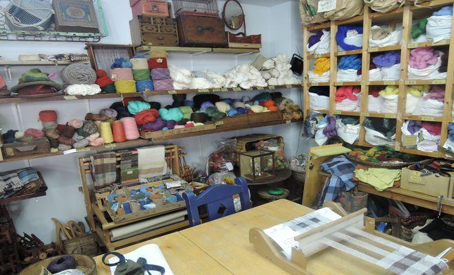 羊毛と古道具の店ソウイ(店内)