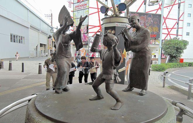 南越谷阿波踊りブロンズ像