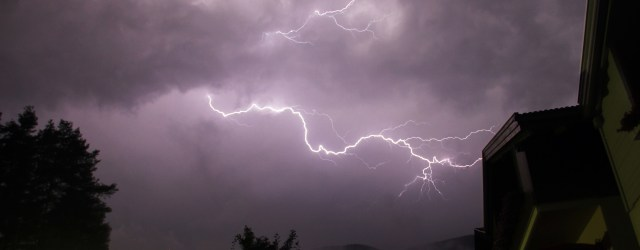 how to survive lightning