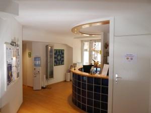 Eingangsbereich bei Physiowell Bielefeld