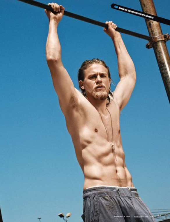 charlie-hunnam-sexy-entrainement-abdos